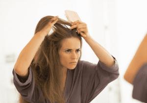 Les pellicules et les démangeaisons du cuir chevelu